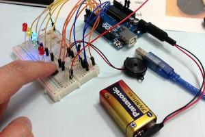 反応速度測定器を作る! -その2:電源乾電池化-